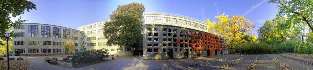 Panoramaansicht Schulhof