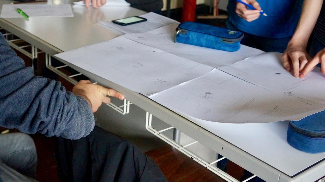 Schüler beim Flyer erstellen
